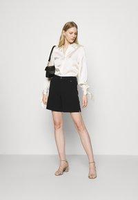 Culture - VICKY  - Shorts - black - 1