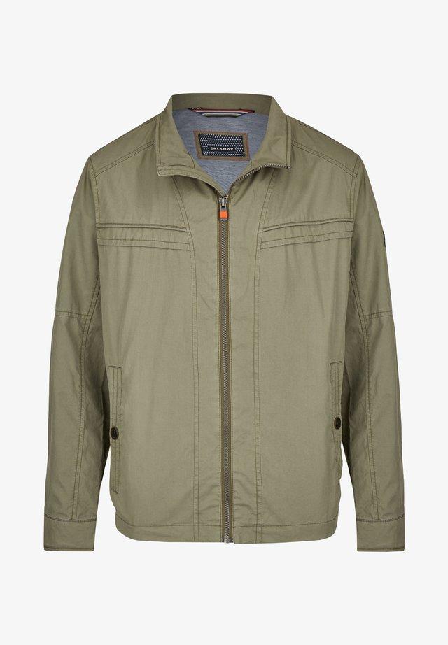 MIT SCHUBTASCHEN - Summer jacket - khaki
