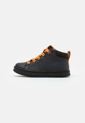KIDS - High-top trainers - black