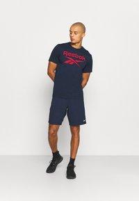 Reebok - SHORT - Sports shorts - vector navy - 1