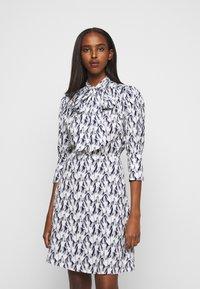 Victoria Victoria Beckham - SCARF NECK SURREAL HANDS TWILL MINI DRESS - Denní šaty - blue - 0