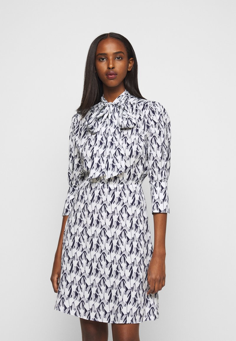Victoria Victoria Beckham - SCARF NECK SURREAL HANDS TWILL MINI DRESS - Denní šaty - blue