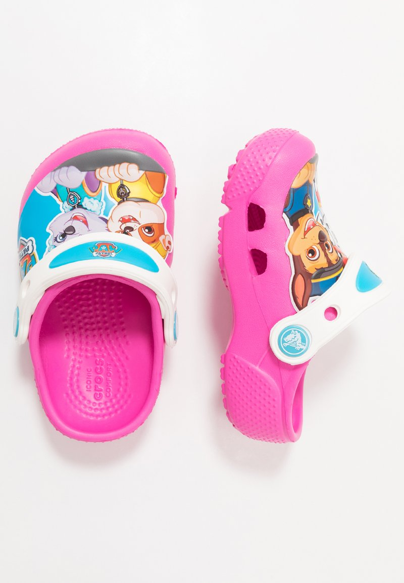 Crocs - FUN LAB PAW PATROL - Pool slides - electric pink