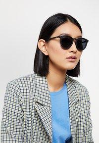 Le Specs - FIRE STARTER - Sunglasses - black - 3