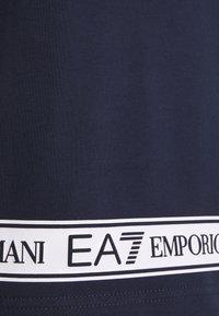 EA7 Emporio Armani - T-shirt med print - dark blue - 7