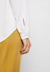 mine to five TOM TAILOR - BLOUSE FLUENT  - Bluse - whisper white - 5