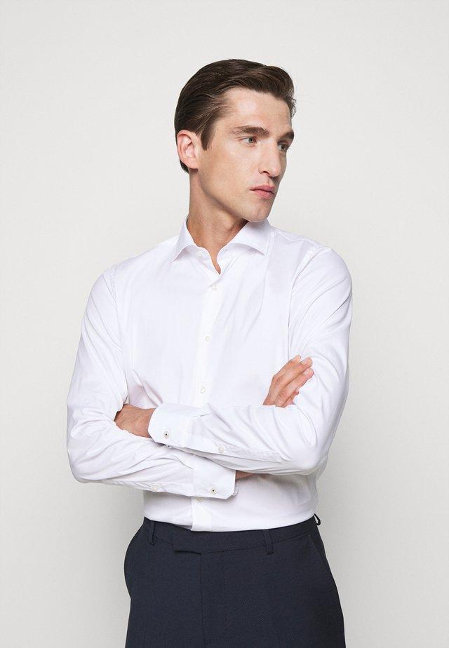 EMIL - Zakelijk overhemd - white