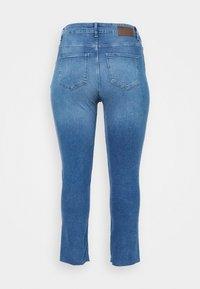 Pieces Curve - PCLUNA STRAIGHT - Straight leg jeans - medium blue denim - 7
