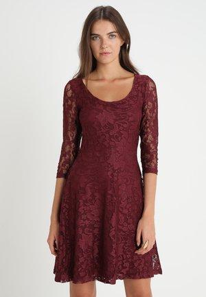 Koktejlové šaty/ šaty na párty - burgundy