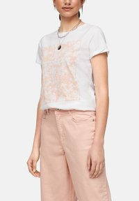 QS by s.Oliver - MIT FRONTPRINT - Print T-shirt - white - 3