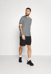 Nike Performance - DRY  - T-shirt basic - black/smoke grey/heather/black - 1