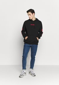 YOURTURN - UNISEX - Sweat à capuche - black - 1