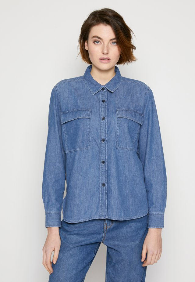 CHEST POCKET - Camicia - clean mid stone blue denim