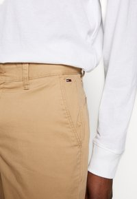 Tommy Jeans - ESSENTIAL - Shorts - tan - 3