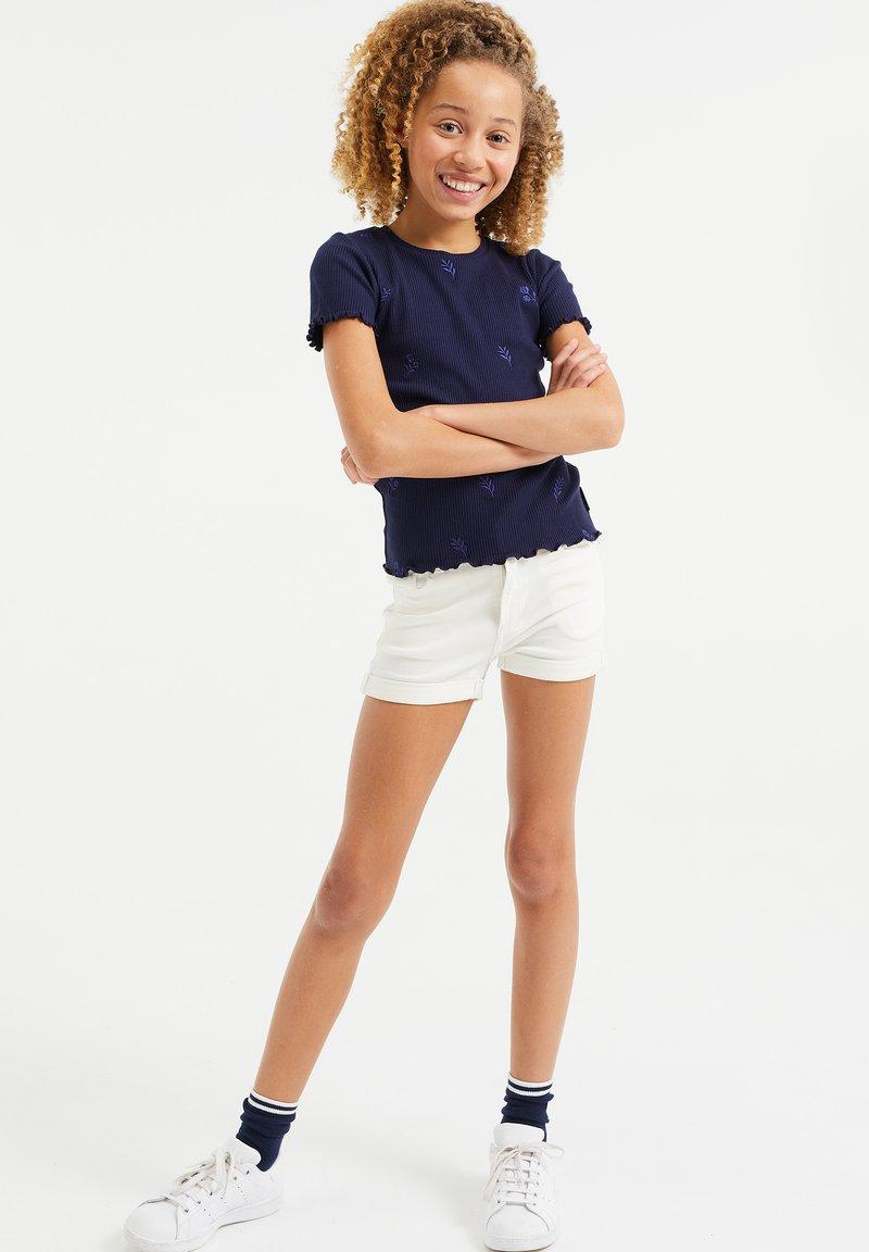 WE Fashion - Denim shorts - white