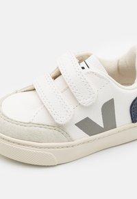 Veja - SMALL V-12  UNISEX - Baskets basses - extra white/nautico - 5