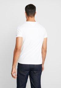 Tommy Hilfiger - BOX LOGO TEE - Print T-shirt - white - 2