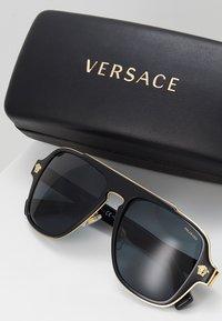 Versace - Sluneční brýle - black - 2