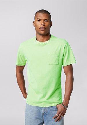 ALESSIO - Print T-shirt - vintage lime green