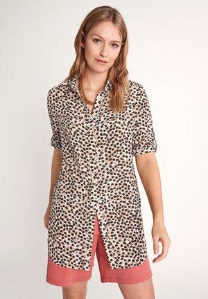 MIT ALLOVERMUSTER - Button-down blouse - white aop