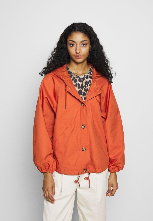 SIGNE JACKET - Lehká bunda - orange