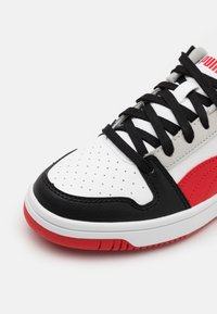 Puma - REBOUND LAYUP UNISEX - Sneakers - white/high risk red/black/gray violet - 5