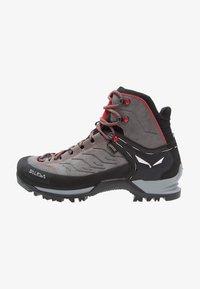 Salewa - MTN TRAINER MID GTX - Mountain shoes - charcoal/papavero - 0