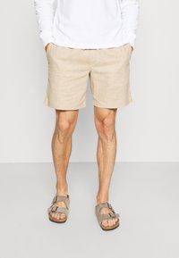 Banana Republic - CORE TEMP EASY - Shorts - sand/khakiglobal - 0
