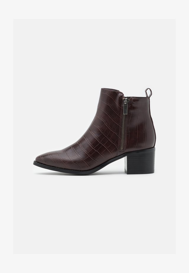 VMNICIE BOOT - Classic ankle boots - chocolate plum