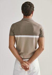 Massimo Dutti - KURZÄRMELIGER  - Polo shirt - beige - 2