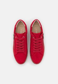 Marco Tozzi - Sneakers laag - red - 5