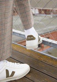 Veja - CAMPO - Trainers - extra white/kaki - 2