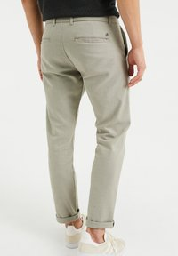 WE Fashion - Chinos - olive green - 2
