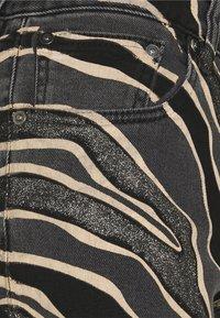 Just Cavalli - PANTALONE FIVE TASCHE - Džíny Slim Fit - black denim - 5