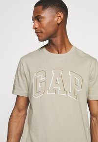 GAP - RAISED ARCH - Print T-shirt - oat beige - 3