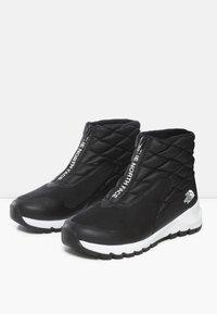 The North Face - W THERMOBALL PROGRESSIVE ZIP - Winter boots - tnf black/tnf white - 2