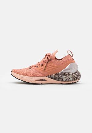 HOVR PHANTOM 2 - Neutral running shoes - mocha rose