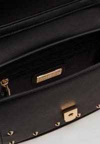 Versace Jeans Couture - MINI CROSSBODY STUDDED - Across body bag - nero/oro - 2