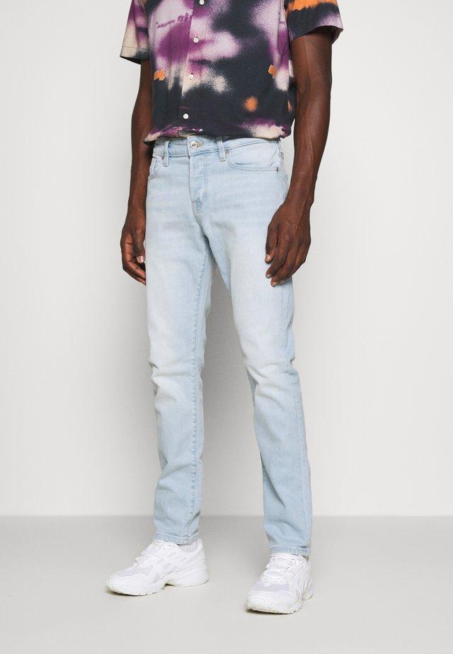 LIGHT OF DAY - Slim fit jeans - light blue denim