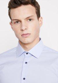 Seidensticker - BUSINESS KENT PATCH EXTRA SLIM FIT - Formal shirt - hellblau - 3
