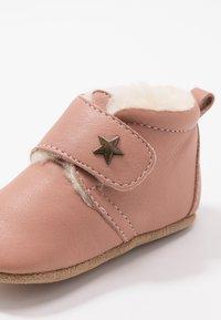 Bisgaard - WARM BABY STAR HOME SHOE - První boty - nude - 2