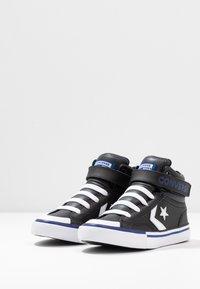 Converse - PRO BLAZE STRAP VARSITY - Baskets montantes - black/rush blue/white - 3