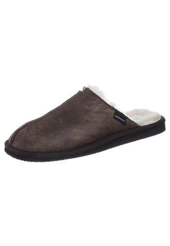 HUGO - Domácí obuv - oiled antique