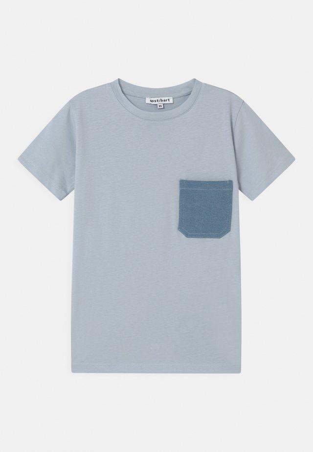 MICK  - Print T-shirt - skyway