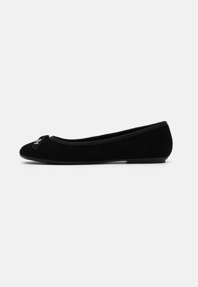 ESSENTIAL - Ballerina - black