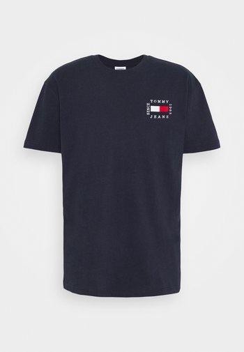 BOX FLAG TEE - Print T-shirt - blue