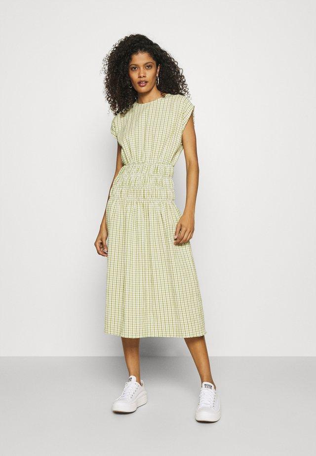 DESI - Korte jurk - khaki