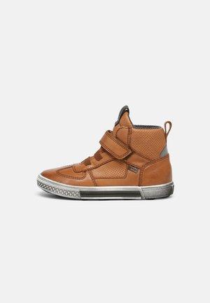 STRIKE TEX - Höga sneakers - cognac