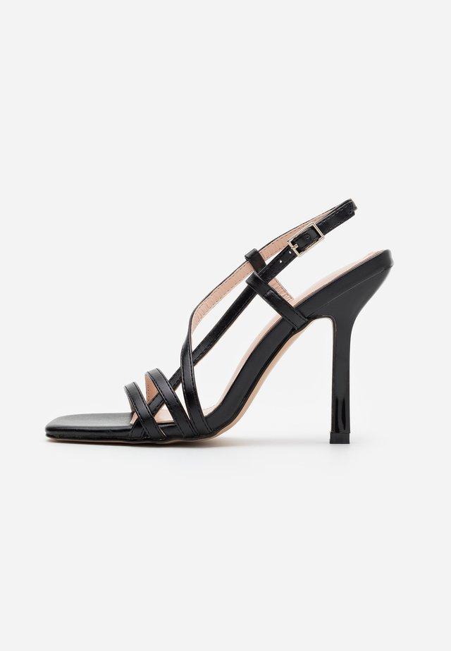 BEKKIE - Korolliset sandaalit - black
