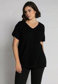 Ulla Popken - Basic T-shirt - schwarz - 0